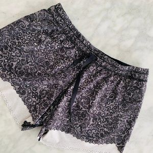"Lululemon Hit It Short 3.5"" 6 Cinder Lace Black"